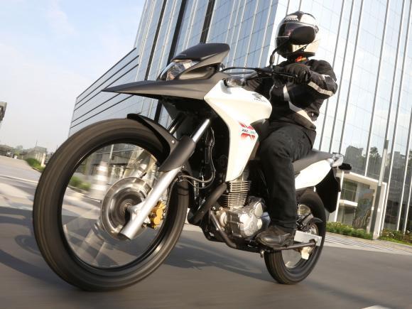 Honda apresenta novas tecnologias Flex para a XRE 300 07