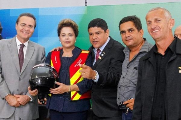Dilma assinou lei de periculosidade para Motoboys