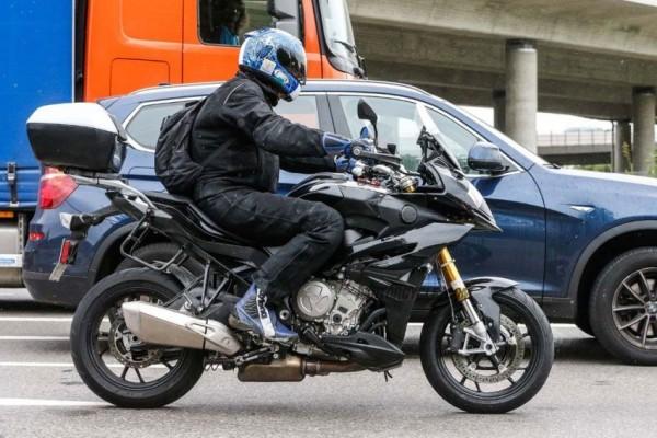 Flagrada nova BMW S 1000XR