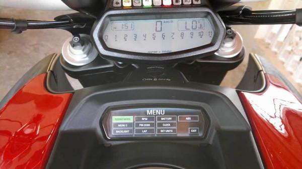 Ducati-lanca-Diavel-2015-4