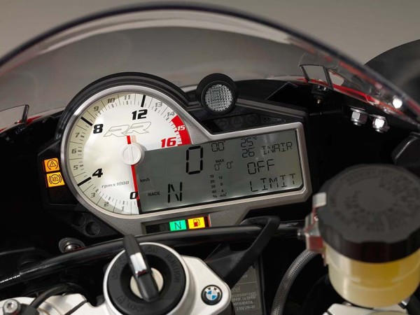 2015-BMW-S1000RR-studio-3