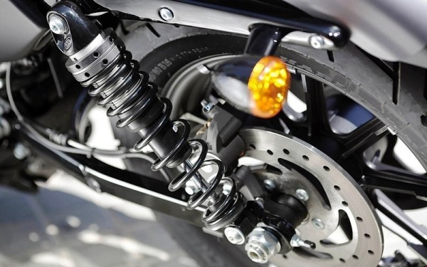 2016-Harley-Davidson-Iron-883-moto-roda