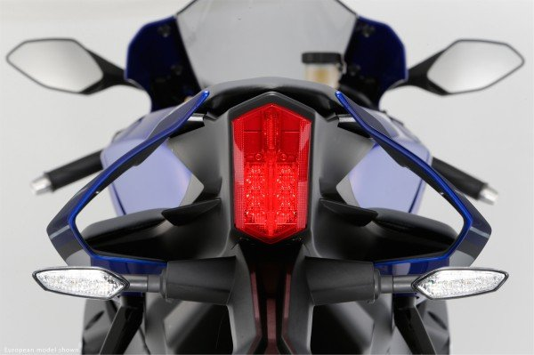 2015-yamaha-yzf-r1-studio-and-action-shots-show-more-superbike-goodness-photo-gallery_23