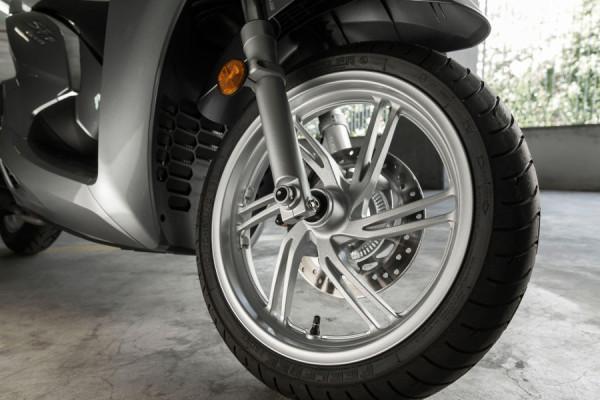 Honda SH 300i – Scooter pode chegar custando R$24 mil! 7