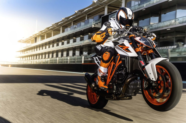 Video KTM 1290 Super Duke R 2017 04