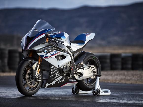 BMW HP4 Race 4
