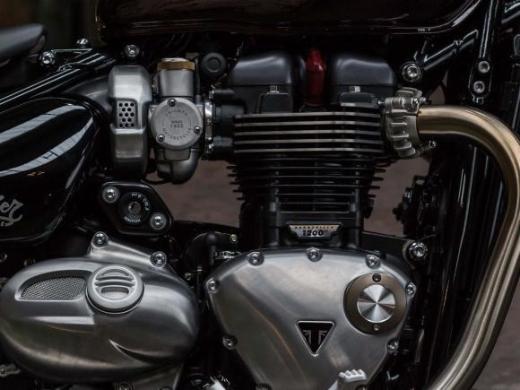 Triumph Bonneville Bobber 8