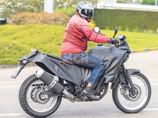Nova yamaha t n r 700 flagrada nas ruas motorede for Yamaha 700 tenere