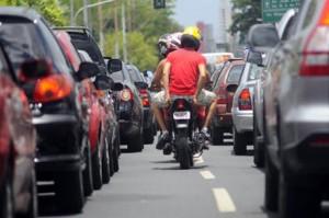 projeto de lei placa da moto no capacete 01