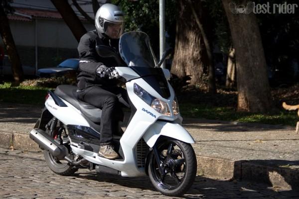 Linha 2014 de scooters DAFRA 05 CityCom 300i