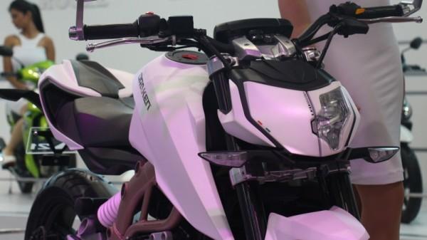 Moto BMW 300cc em parceria com TVS