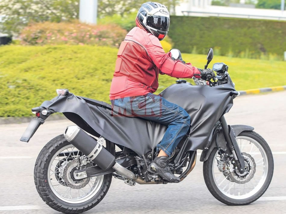 Yamaha Ténéré 700 Flagrafa nas ruas