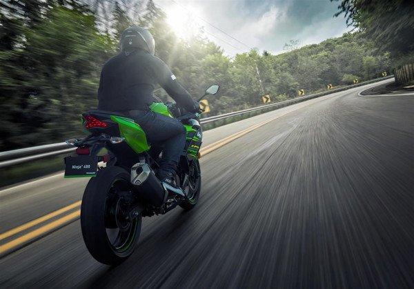 Kawasaki Ninja 400 2018 Estrada Ação