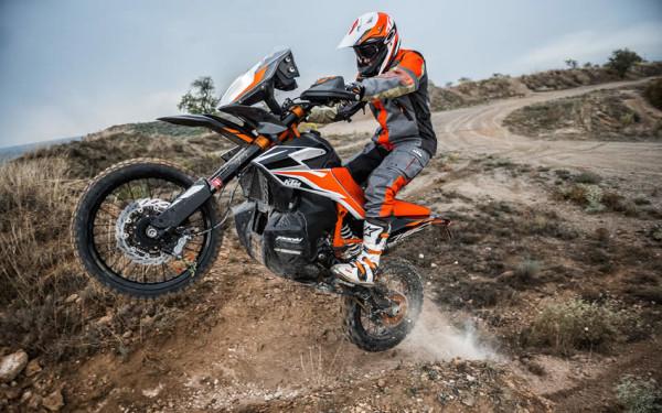 KTM 790 Adventure R em ação