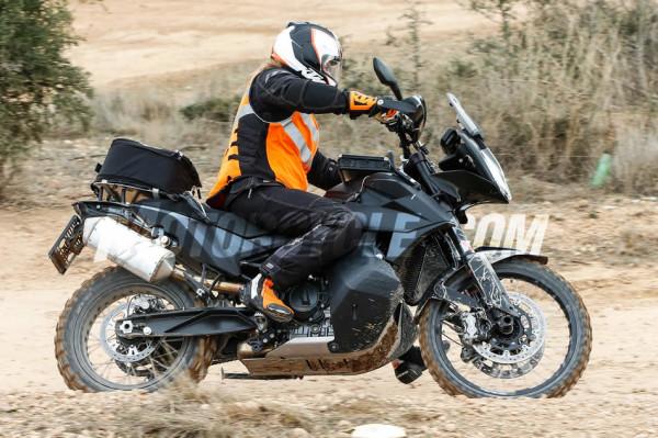 KTM 790 Adventure R flagra