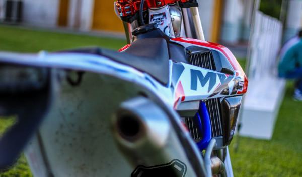 MXF 250RX 2018 Detalhes Escapamento