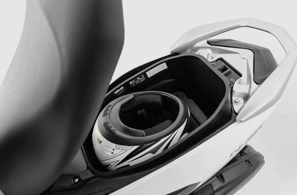 Yamaha NMax 160 2019 Branca Espaço embaixo do banco