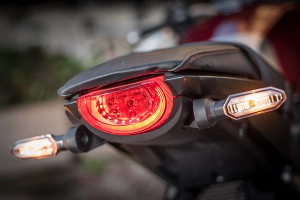 Honda-CB1000R-2019-Brasil-06-lanterna