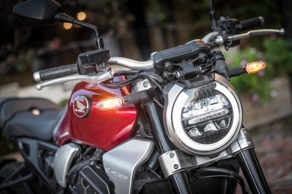 Honda-CB1000R-2019-Brasil-07-farol