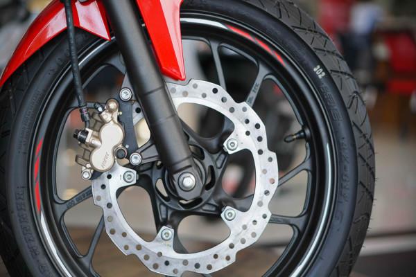 Honda-CB150r-06-freio