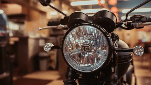 Triumph-T120-Ace-06
