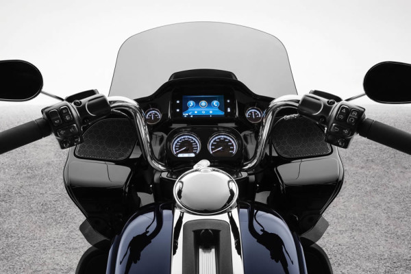 HD-Road-Glide-Limited-2020-02-Painel