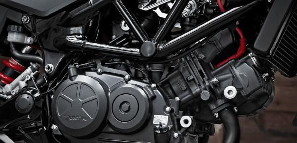 Honda-VTR250-03-Motor