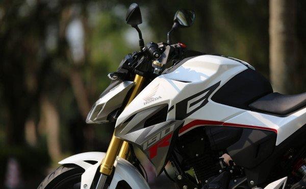 Honda-CBF190R-08