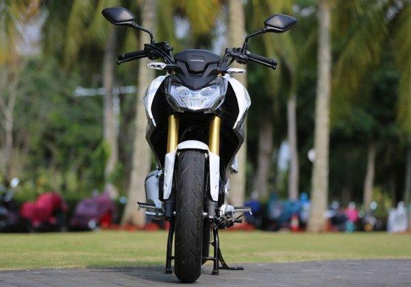 Honda-CBF190R-09