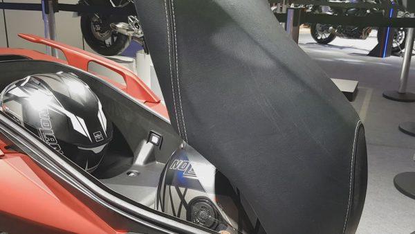 Yamaha X-Max 250 Espaço Embaixo do assento