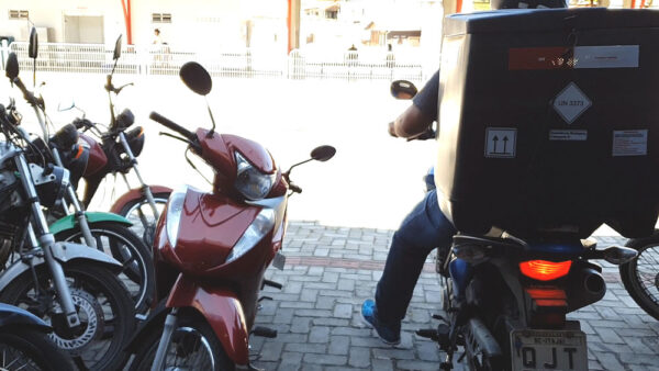 moto-delivery-01