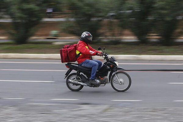 moto-delivery-02