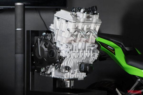 ninja-zx25r-03-motor