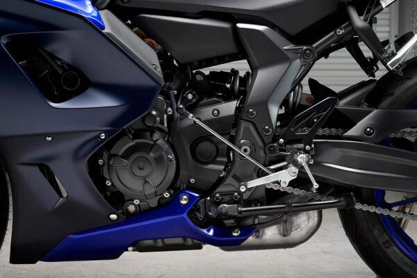 Yamaha-R7-2022-04-motor