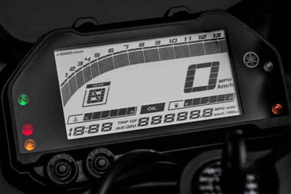 YamahaR3-2022-04